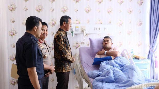 Kasetpres Jenguk Polisi Korban Rusuh 22 Mei di RS Polri