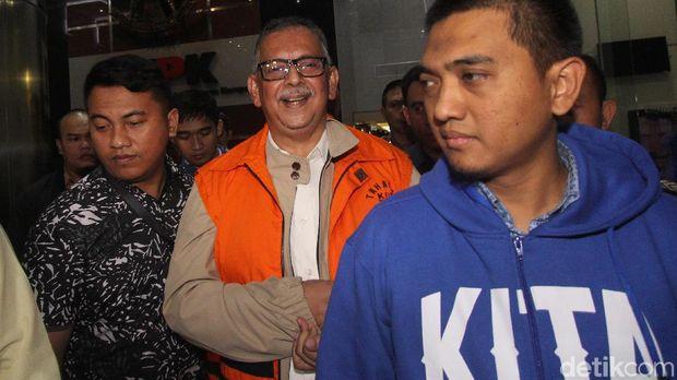 Sofyan Basir resmi ditahan KPK.