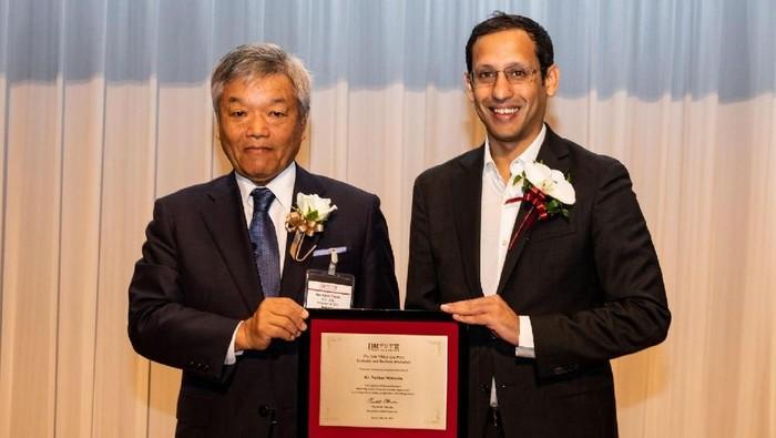 Nadiem Makarim saat menerima Nikkei Asia Prize. Foto: dok. Go-Jek