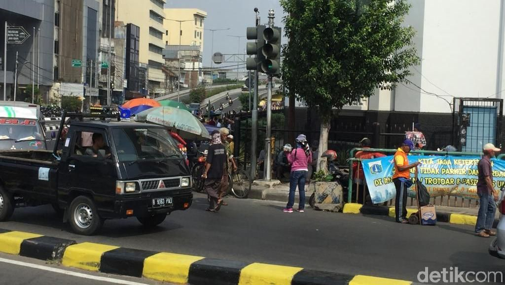 Kisah Inang-inang: 20 Tahun Bertahan Hidup Jadi Bank Berjalan