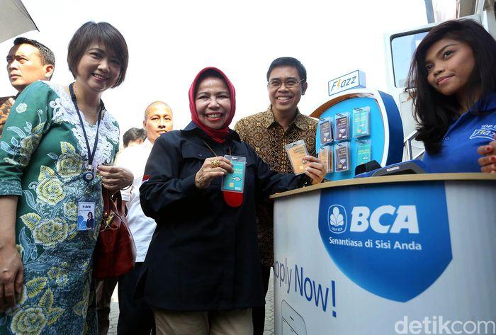 Sebagai bentuk dukungan dalam persiapan menghadapi arus mudik dan arus balik Idul Fitri 2019, BCA mendukung Bank Indonesia dalam acara bertajuk 'Fitrah Bersama Rupiah' yang memfasilitasi masyarakat untuk melakukan penukaran uang dan pengisian ulang (top up) uang elektronik.