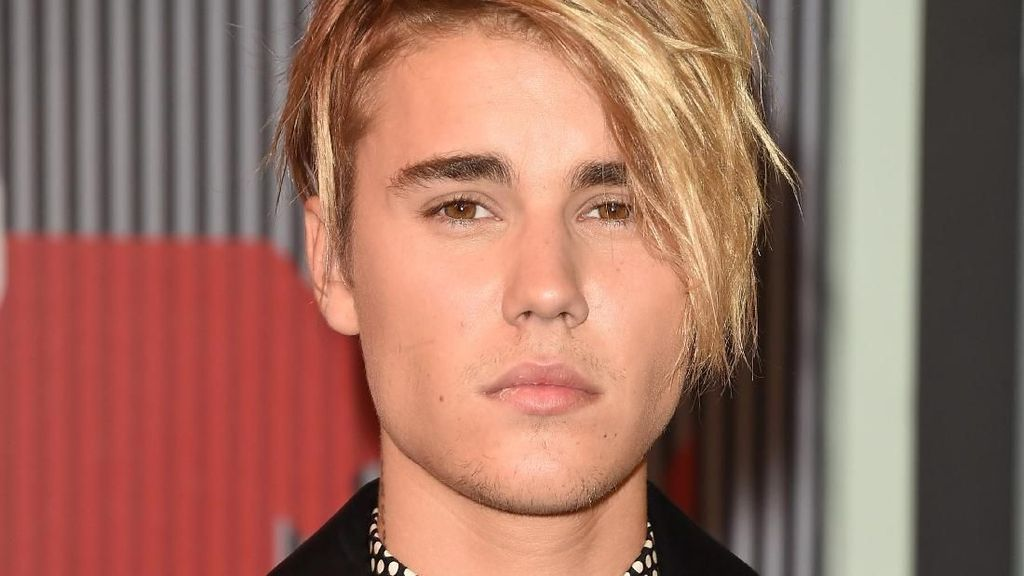 Evolusi Gaya Rambut Justin Bieber, Dari Poni Lempar Hingga Cepak
