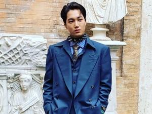 Penampilan Super Stylish Kai EXO di Fashion Show Gucci Bikin Fans Terpana
