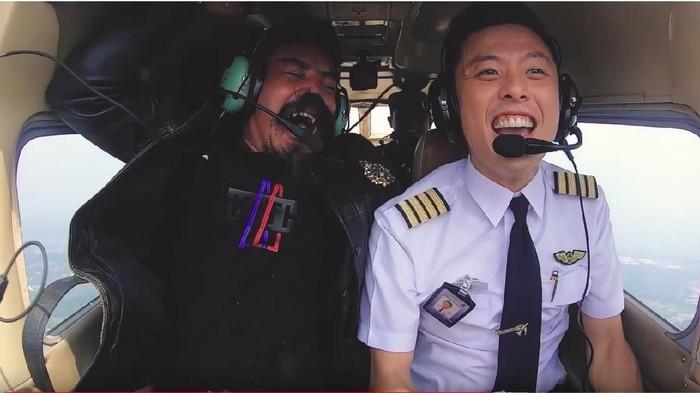Pilot yang juga YouTuber, Vincent Raditya (Foto: dok. YouTube)