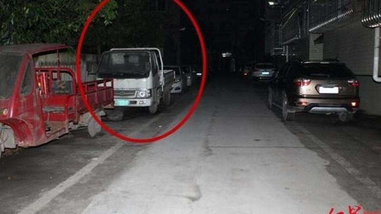 Truk yang dijadikan tempat persembunyian remaja Foto: South China Morning Pos