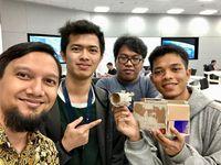 Rizal dan teman-temannya di Apple Developer Academy.