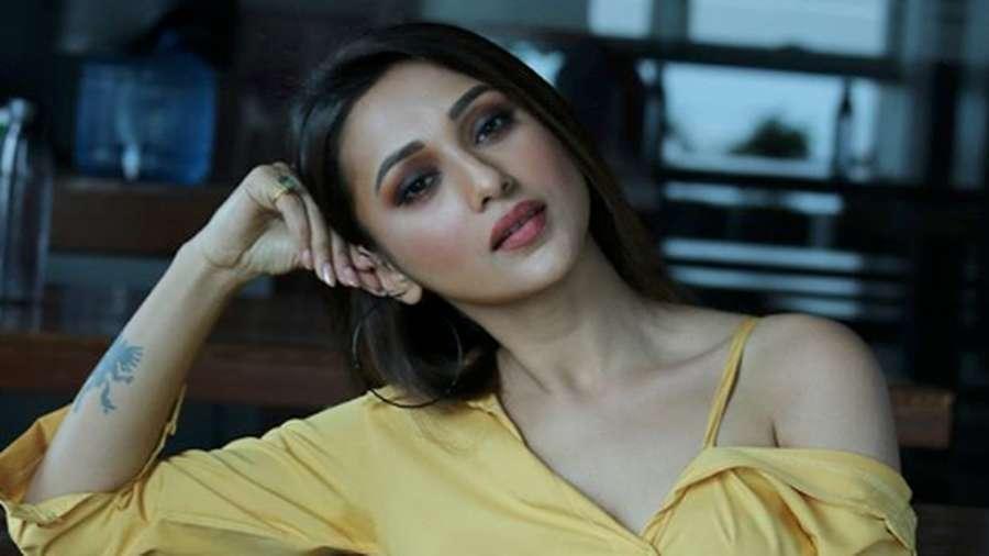 Benarkah Aktris India Ini Terlalu Seksi untuk Parlemen?