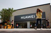 Huawei Masuk Blacklist, Apple & Samsung Bakal Ketiban Untung