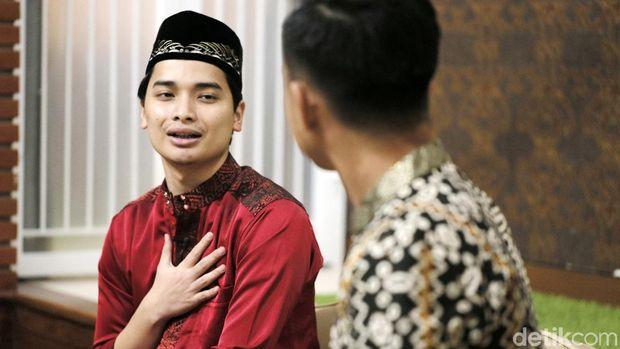 Siap Tidak Siap, Alvin Faiz Jadi Penerus Arifin Ilham di Usia 20 Tahun