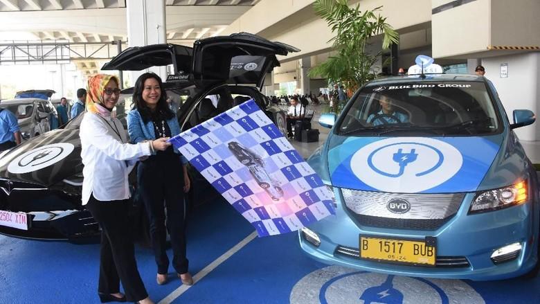 Taksi listrik Bluebird di Bandara Soekarno-Hatta Foto: Dok. Bluebird