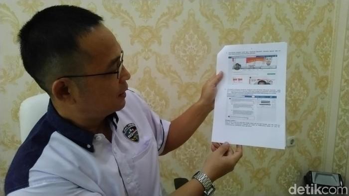 Polisi menunjukkan tangkapan postingan Maryanto. Foto: Angling Adhitya Purbaya/detikcom