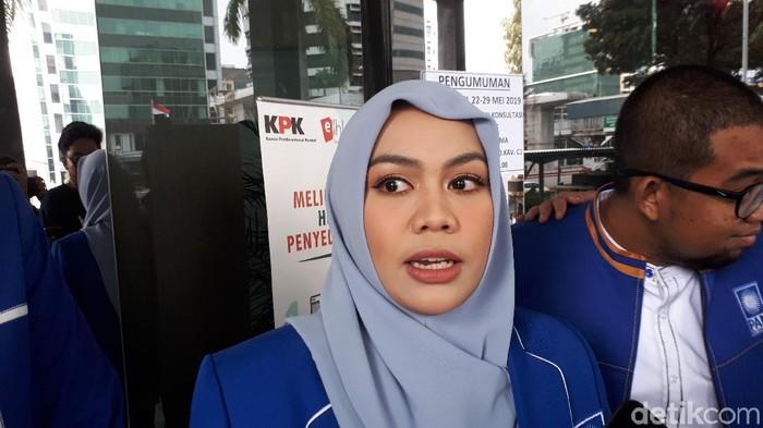 Zita Anjani dkk usai menyerahkan LHKPN (Haris Fadhil/detikcom)