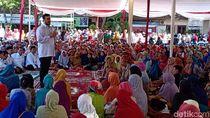 Ribuan Ibu-ibu di Probolinggo Antre Zakat Rp 170 Ribu