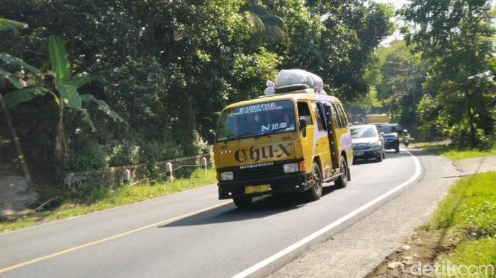 Mudik melintasi jalur berliku paling rawan mengalami mabuk perjalanan (Foto: Dadang Hermansyah)