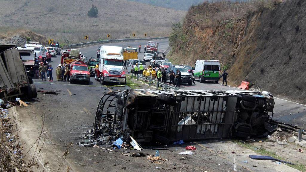 Bus Peziarah Tabrakan dengan Truk di Meksiko, 23 Orang Tewas