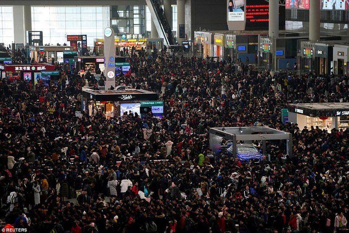 Suasana mudik di Beijing Railway Station, pemudiknya membludak! (Foto/REUTERS)