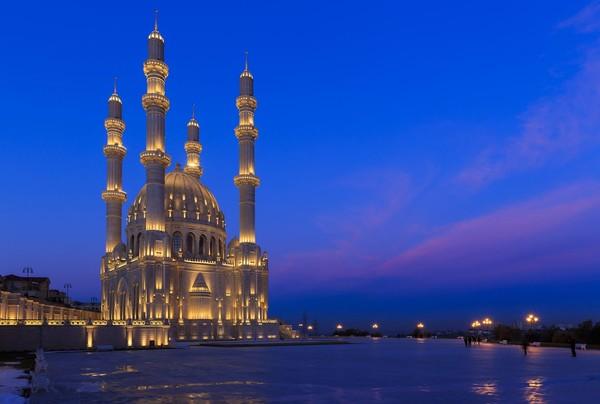 Mayoritas penduduk di Baku dan Azerbaijan secara keseluruhan adalah Muslim. Tak heran, banyak masjid cantik di sana (iStock)