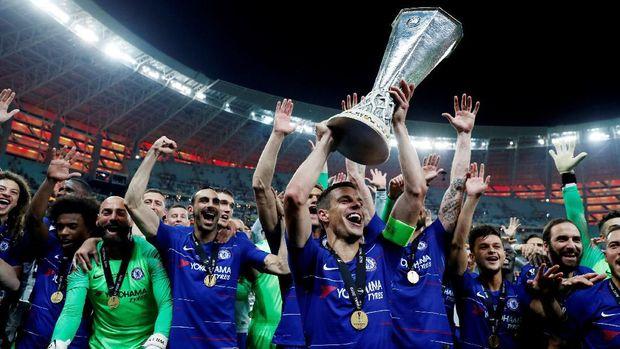 Chelsea masih menunggu kehadiran manajer baru.