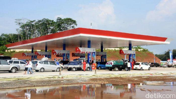 Foto: SPBU di di  rest area Km 379A Gringsing, Batang (Robby Bernardi/detikFinance)