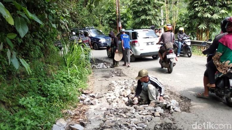 Perbaikan Jalan Rusak di Sukabumi Dikebut, Target Selesai H-3 Lebaran