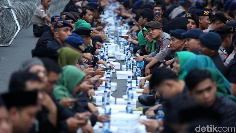 Pagar Nusa Buka Puasa Bersama Pasukan Keamanan TNI dan Polri
