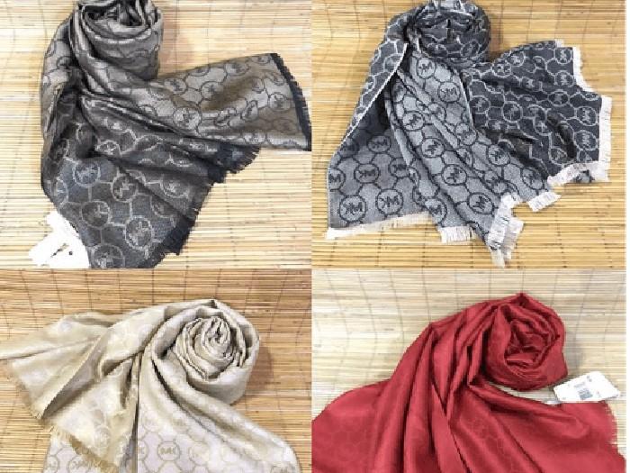 Merk-merk busana terbesar di dunia mulai melirik bisnis hijab. Dilansir dari brandedgirls.com, Kamis (30/5), harga yang dibanderol tak main-main, ada yang mencapai Rp 15 juta!