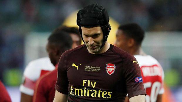 Petr Cech memutuskan pensiun dari posisi kiper usai final Liga Europa. (
