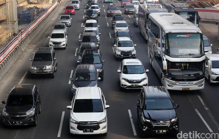 Ilustrasi Kemacetan di Tol (Foto: Agung Pambudhy/detikcom)