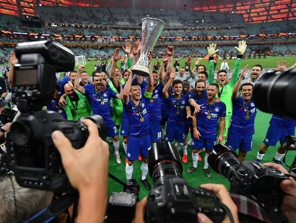 Chelsea mencukur Arsenal 4-1 pada final Liga Europa, Kamis (30/5) dinihari di Baku Olympic Stadium, Baku, Azerbaijan. Eden Hazard mencetak 2 gol, sisanya dicetak oleh Giroud dan Pedro