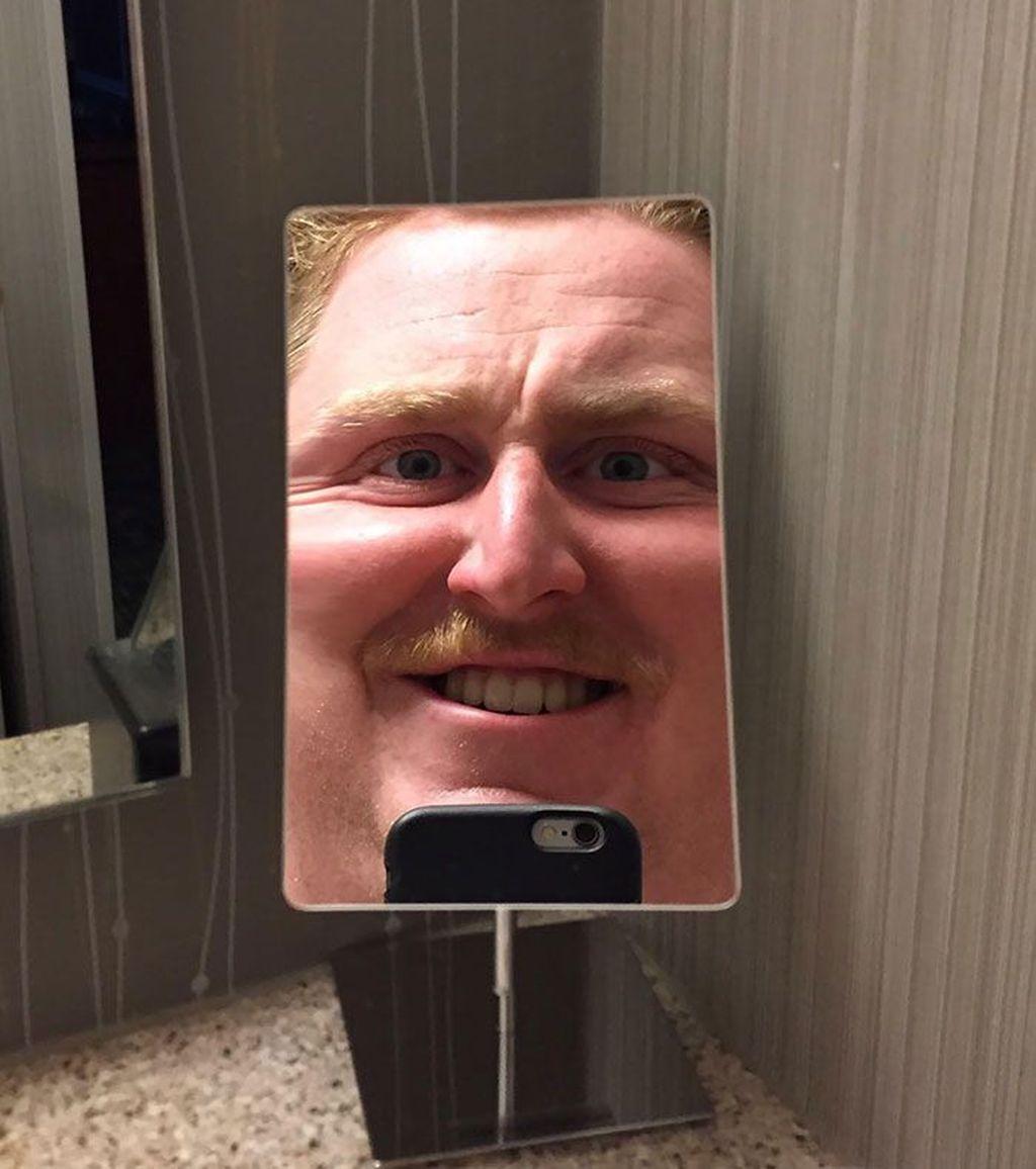 Penempatan dan karakteristik cermin ini bisa bikin kaget sendiri. (Foto: Boredpanda.com)