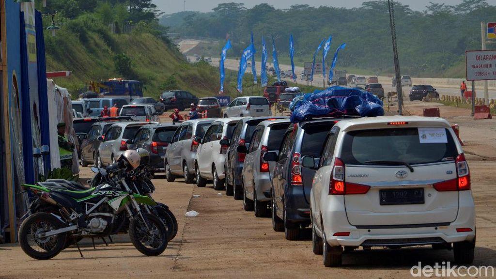 Terjebak di Cikampek, BBM Menipis Saat di Tol Batang