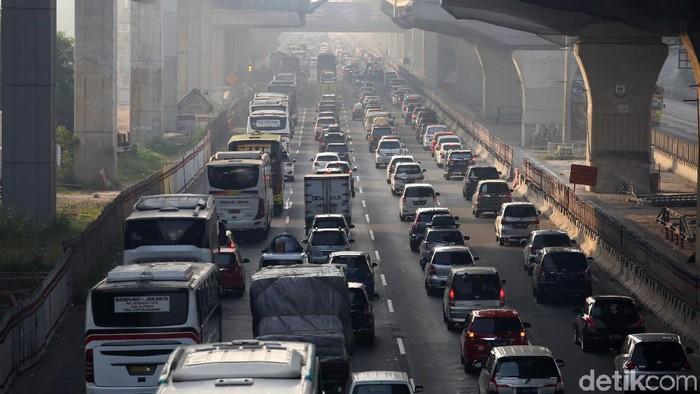 Ilustrasi kemacetan di Tol Jakarta-Cikampek (Foto: Agung Pambudhy/detikcom)