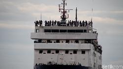 Pemudik Kapal Rela Kehujanan dan Berdesak-desakan di Dalam Deck