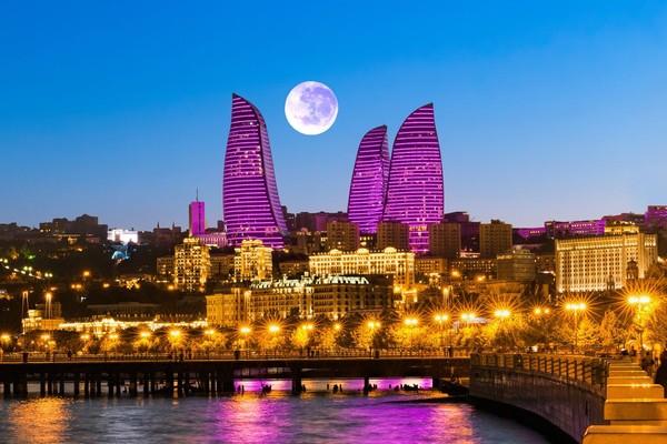 Flame Towers, salah satu bangunan ikonik di Baku yang berbentuk seperti bunga (iStock)
