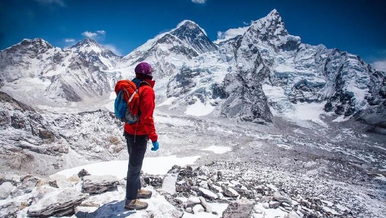 Ilustrasi pendaki di Gunung Everest (iStock)