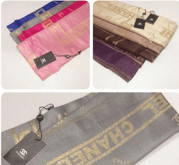 Chanel mengeluarkan hijab yang dibuat dari bahan kasmir dan juga serat logam. Harganya mencapai USD 1.075 atau setara Rp 15,4 juta! Istimewa/brandedgirls.com.
