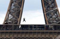 Menara Eiffel Lagi Buka Flying Fox Paling Menegangkan!