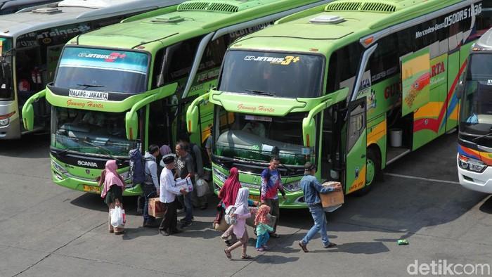 Sejumlah pemudik mulai memadati Terminal Kampung Rambutan, Jakarta Timur. Berikut foto-foto penampakan terkininya.