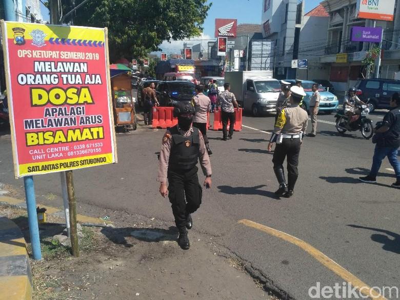 Unik, Polisi di Situbondo Sebar Baliho Lucu di Sepanjang Jalur Pantura