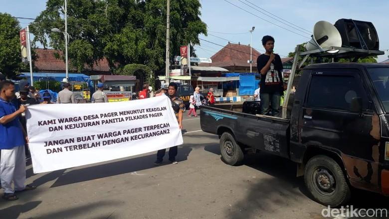 Giliran Pendukung 01 Geruduk Kantor Pemkab Ponorogo Minta Coblos Ulang