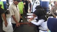 Polisi Tes Urine Sopir Bus di Bekasi demi Keselamatan Pemudik