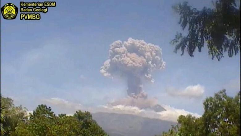 Gunung Agung yang erupsi pagi ini (dok. PVMBG)