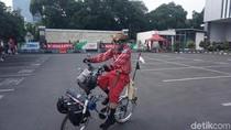 Mudik ke Tegal, Pedagang Baso Ini Gowes 300-an Km dengan Sepeda Nyentrik