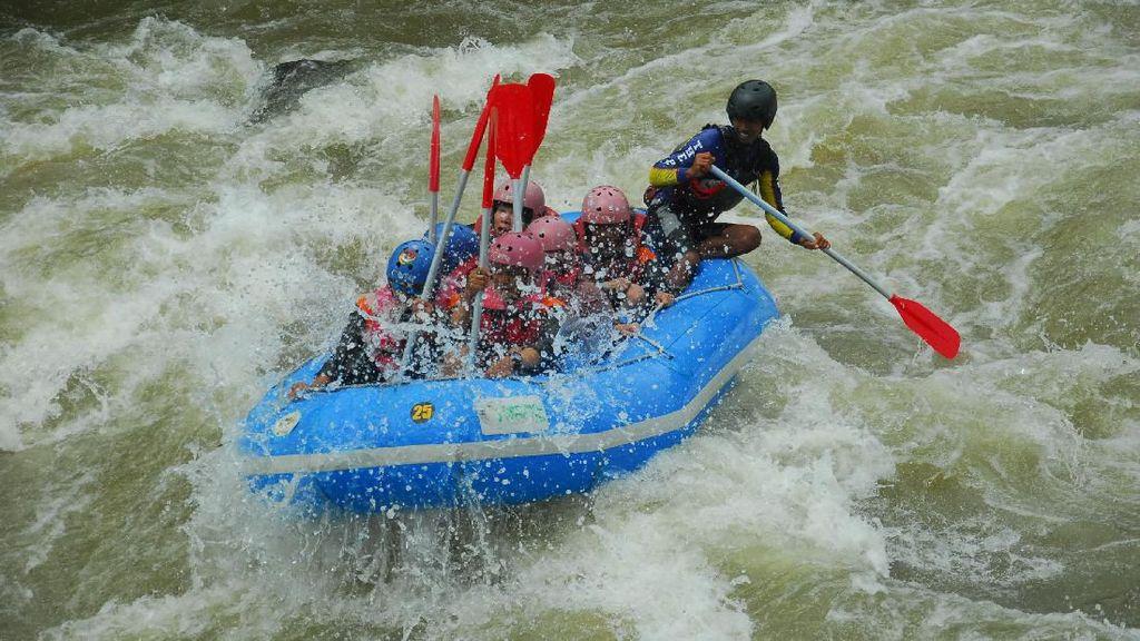 Foto: Mudik ke Banjarnegara Coba Main Arung Jeram