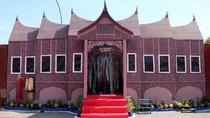 Unik! Pos PAM di Gresik Dihias Jadi Rumah Adat Hingga Istana Negara