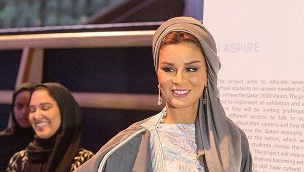 Foto: Penampilan Memesona Moza bint Nasser, Istri Kedua Pemimpin Qatar