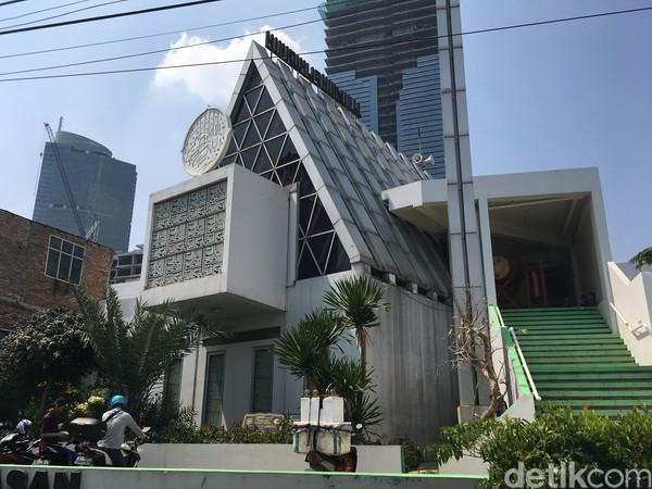 Masjid Jamie Darussalam, terletak di Tanah Abang, Jakarta Pusat. Masjid yang diresmikan pada Juni 2015 ini memiliki bentuk segi tiga. Arief Ikhsanudin/detikcom