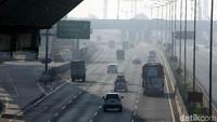 Adapun dua rekayasa lalu lintas Contraflow Km 29 sampai dengan Km 61 Jalan Tol Jakarta-Cikampek diberlakukan sejak pukul 05.45 WIB dan One WayKm 70 GT Cikampek Utama sampai dengan Km 263 Brebes Barat sejak pukul 07.20 WIB.