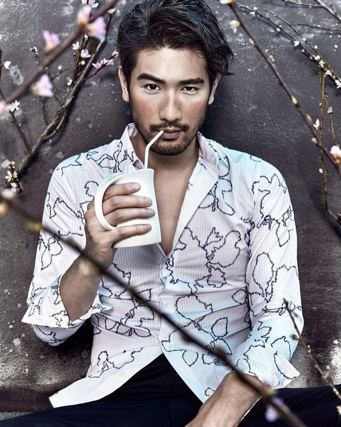 Lahir di Taiwan, Godfrey Gao memiliki darah campuran Kanada. Sosoknya yang menawan, dan wajahnya yang tampan membuat ini sering dijuluki sebagai salah satu pria paling tampan di dunia dan Asia. Foto: Instagram @godfreygao