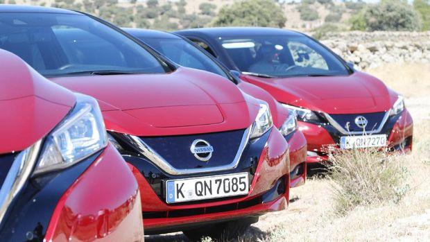 Beberapa mobil yang membawa wartawan dari Asia dan Oceania saat menjajal Nissan LEAF.